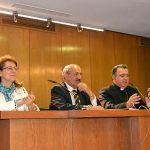 Elsa González, Rafael Ortega, y Mons. Ginés García en la entrega del V premio Lolo de Periodismo Joven