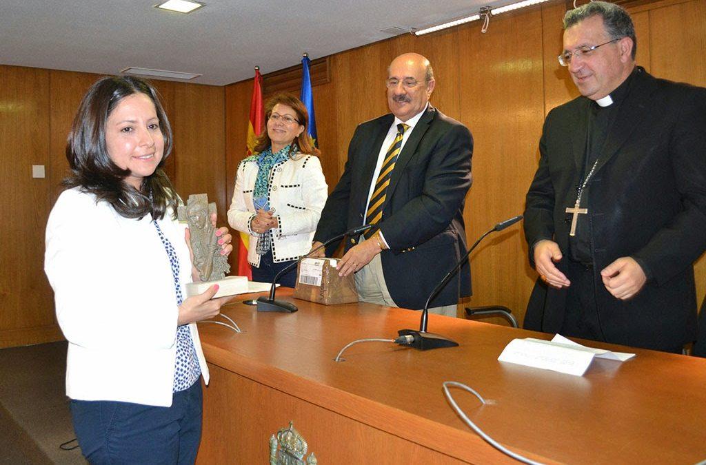 """Laura Daniele recibe el premio """"Lolo"""" de periodismo joven"""
