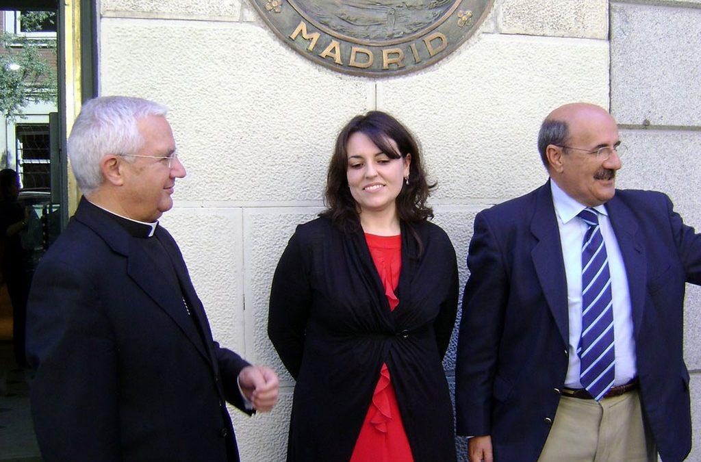 El Obispo de Jaén, María Gómez y Rafael Ortega tras la ceremonia
