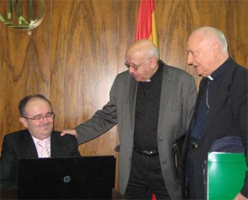 Monseñor Redrado con Jesús Marchal y Rafael Higueras