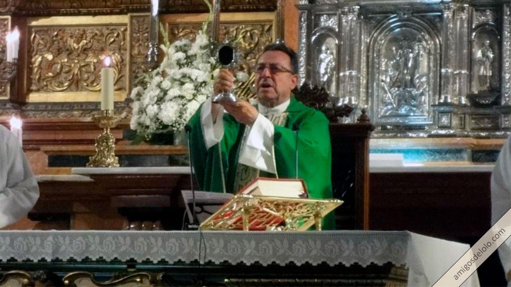 Sacerdote en la consagración