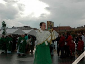 juan carlos cordoba ramos abre la procesion de la beatificacion