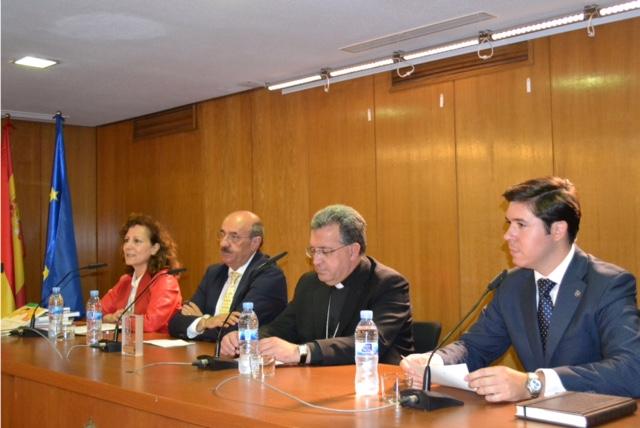 Mesa presidencial en la entrega del VI premio Lolo de Periodismo Joven