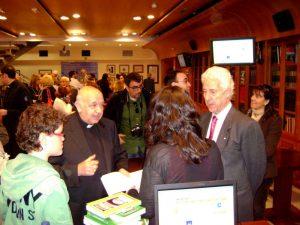 Rafael Higueras y José Utrera conversan con María Gómez