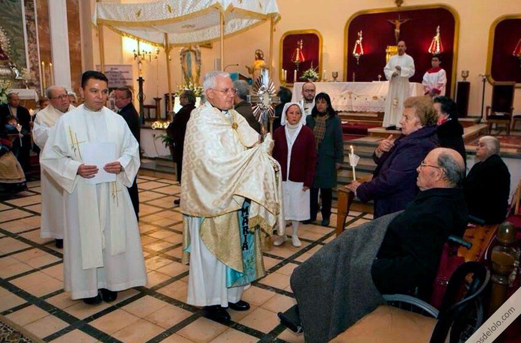 obispo de jaen porta el santísimo