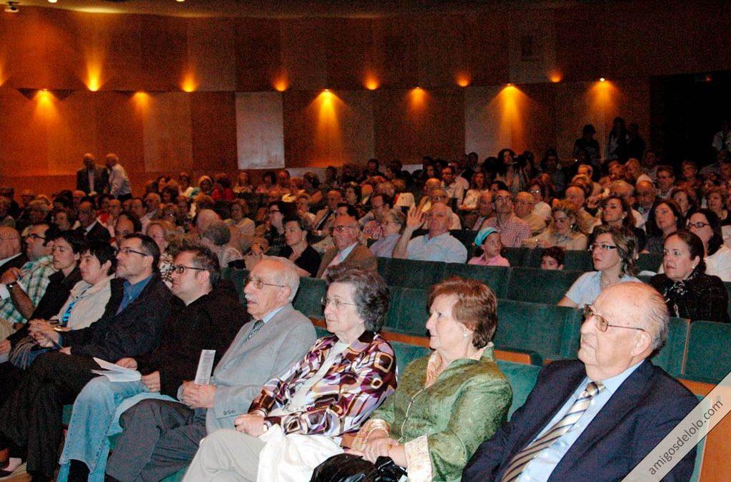 Homenaje a los periodistas y peregrinos en el Teatro Cervantes