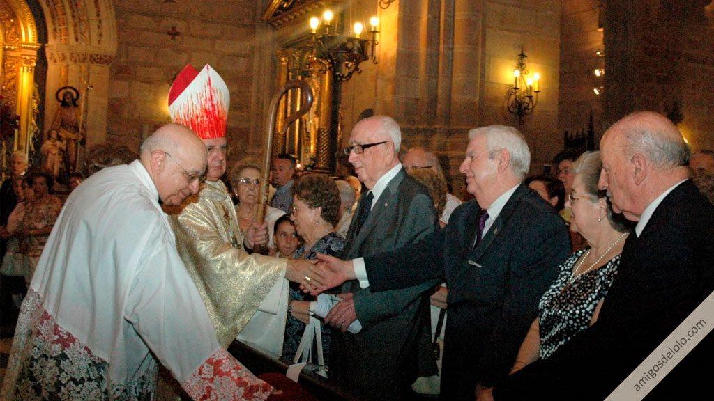 obispo de jaen saluda a la directiva de amigos de lolo