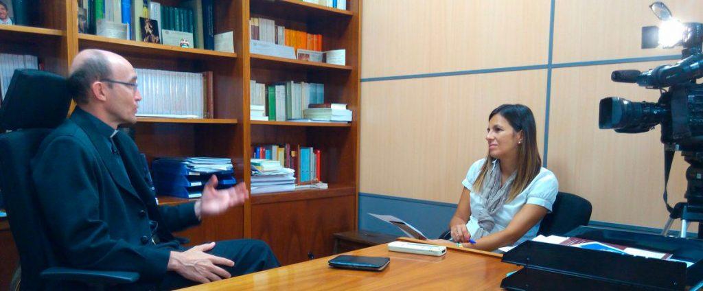 Irene Pozo entrevistando a D. Javier Prades