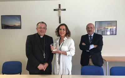 "La UCIP-E entrega el premio ""Lolo"" de periodismo a Laura Otón (COPE)"