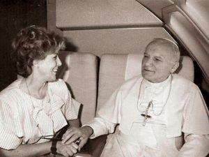 Paloma Gómez Borrero junto a Juan Pablo II