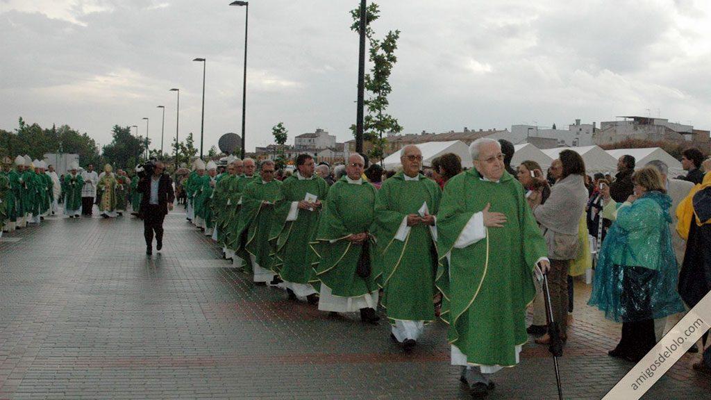 Pedro Cámara, con su bastón, en la ceremonia de Beatificación de Manuel Lozano Garrido, Lolo