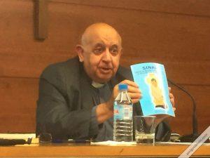 Rafael Higueras muestra revista Sinaí