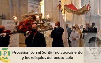 Procesión con el Santísimo Sacramento y las reliquias del beato Lolo